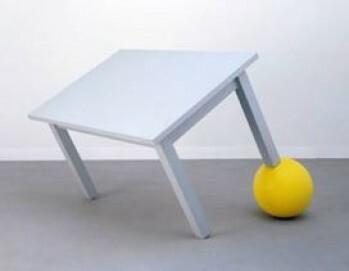 Reiner Ruthenbeck, Tisch auf gelber Kugel, 1984, Museum Kunstpalast, Düsseldorf