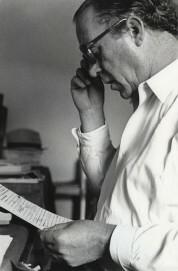 Heinz Held, Heinrich Böll mit Manuskript, 1953