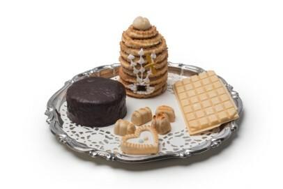 Süßer Teller: Liegnitzer Bombe, Schlesischer Bienenkorb, Kartoffelzucker aus Rumänien (z.B. Banat, Siebenbürgen), Königsberger Marzipan