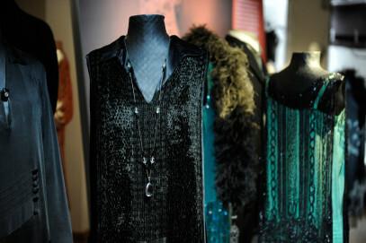 Elegante Abendkleider der 1920er Jahre