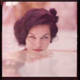 Linda Vargas, Colordia, 6 x 6 cm, 1958