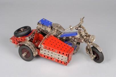 Motorrad mit Beiwagen aus Mekanik-Teilen, um 1960