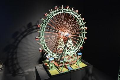 Riesenrad – erbaut aus den Kleinteilen eines Metallbaukasten-Systems