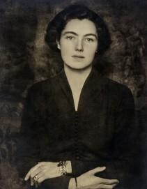 Hugo Erfurth: Alexandra Baronesse Vittinghoff-Schell zu Schellenberg verh Marchesa Tacoli di San Possidonio, 1938, Ölpigmentdruck