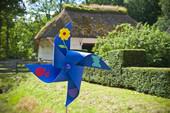 Sommerferien-Programm: Windräder basteln und Flitzebögen bauen